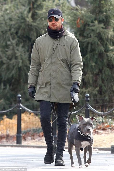 justin theroux dog justin theroux bundles up to walk dog in nyc daily mail
