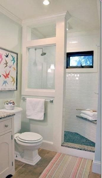 small cottage bathrooms 25 best ideas about shower stalls on pinterest small