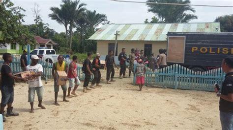 Karung Bulog 25 Kg wakapolres nabire serahkan bantuan makanan kepada warga
