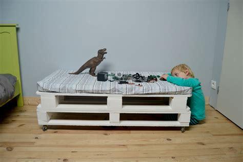 chambre enfant palette chambre en bois de palette