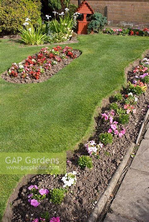 gap gardens front garden  bedding plants  narrow