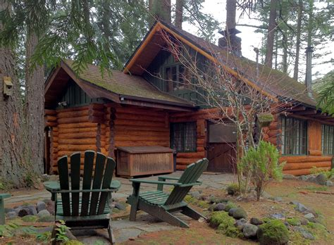 Cabins Oregon by A Hewn Log Cabin In The Foothills Of Oregon S Mount