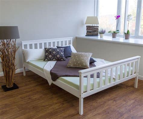 schlafzimmer wandgestaltung ideen 3818 kieferbett massivholz doppel g 228 stebett 140x200 holz bett