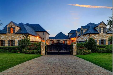selena gomez house pics selena gomez lists texas mansion for sale z103 5