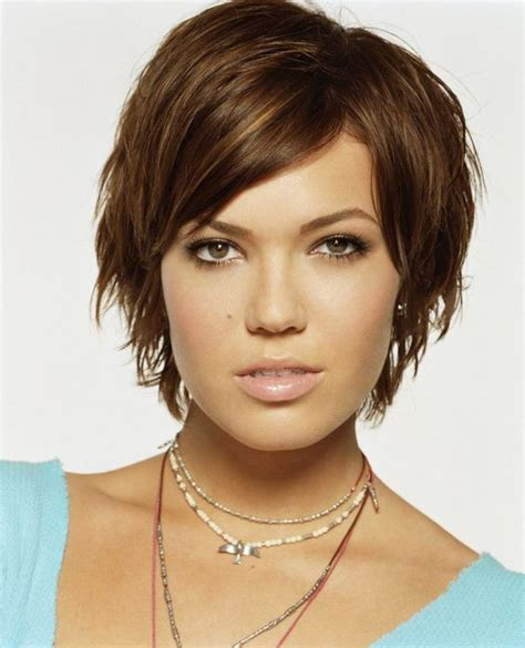 haircuts for hair that grows forward 15 sassy hairstyles featuring mandy moore short hair i