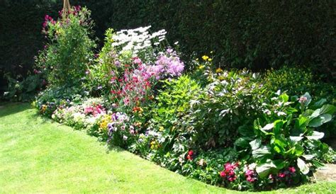 ideas on how to design a flower bed small flower bed ideas and perennial flower beds with lots
