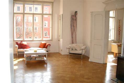 wohnung provisionsfrei münchen wohnzimmer grau rosa