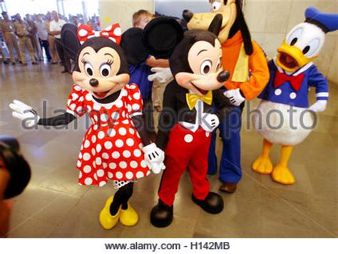 disney characters h r goofy mickey mouse donald duck lonesome ghosts 1937