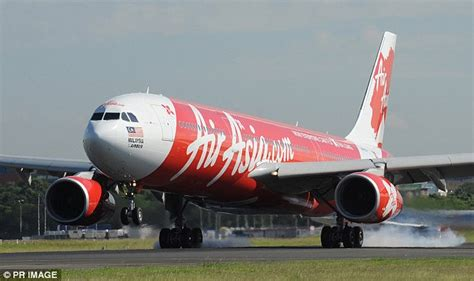 airasia emergency descent air asia flight nearly crashes with jetstar flight as they