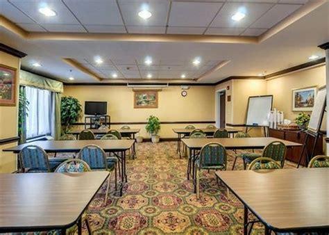 comfort inn hillsville va comfort inn in hillsville hotel rates reviews on orbitz
