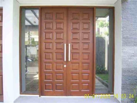 desain pintu minimalis buka dua eksterior rumah