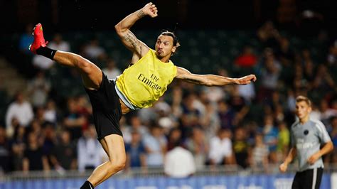 ibrahimovic tattoo nicht echt irres karate tor zlatan zaubert in hong kong fu 223 ball
