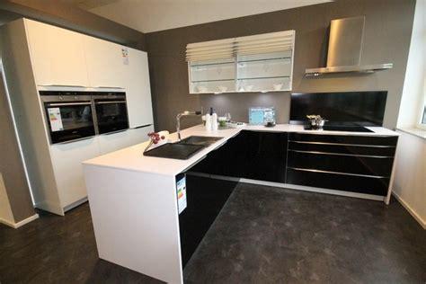 günstige arbeitsplatte küche k 252 che k 252 che wei 223 schwarz hochglanz k 252 che wei 223 schwarz