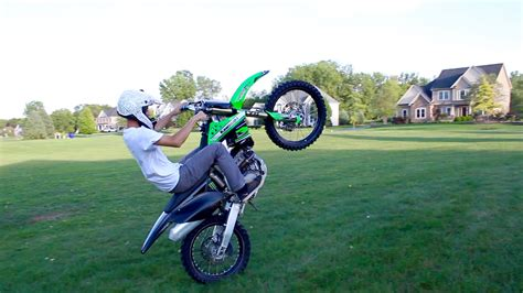how to wheelie a motocross bike dirt bike wheelie
