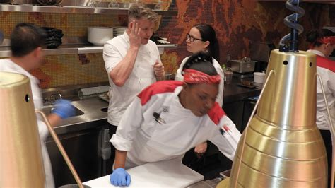 Hells Kitchen Reservations by Gordon Ramsay S Newly Opened Hell S Kitchen Restaurant In