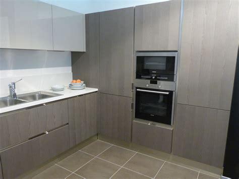 cucina con angolo dispensa appartamento in toscana esempio progetto arredo