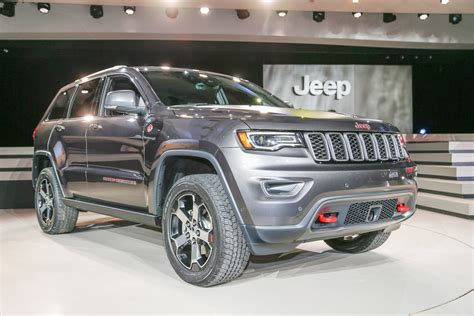 jeep grand cherokee trailhawk grey jeep grand cherokee review and rating motor trend
