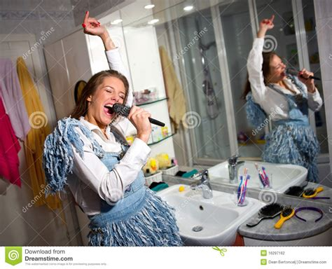 girl singing in bathroom teen girl singing stock photography image 16297162