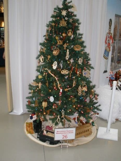 indiana woodworking association woodworkers decorate tree for display hammond