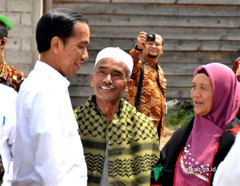 biodata orangtua jokowi terharu foto presiden jokowi pulkam bertemu orang tua