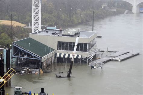 L Post Chattanooga by Chattanooga Officials And Federal Regulators Worry As Riverfront Barge Sinks Times Free Press