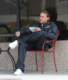 hunnam s sons of anarchy stunt teaches him