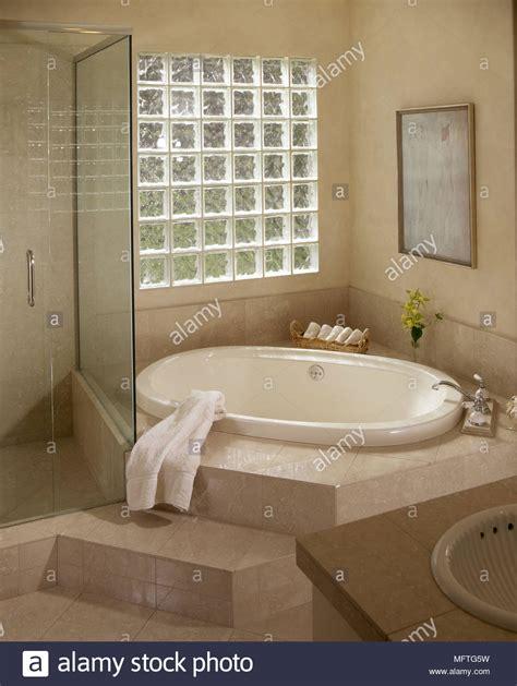 vasca da bagno incassata una moderna stanza da bagno vasca da bagno incassata