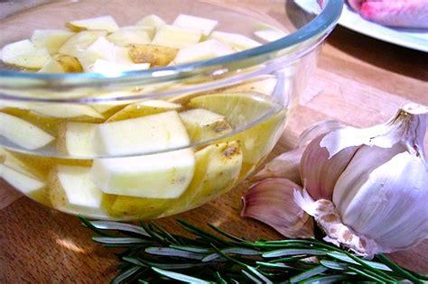come si cucinano le patate al forno ricette carne polletto con patate dissapore