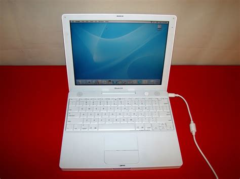 Laptop Apple Ibook G4 apple ibook g4 laptops m9426ll a 256mb 30gb 1 07ghz a1054