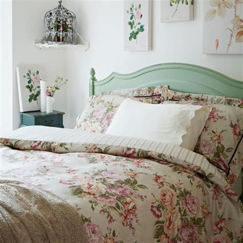 vintage inspired bedrooms floral country style bedroom botanical room design ideas