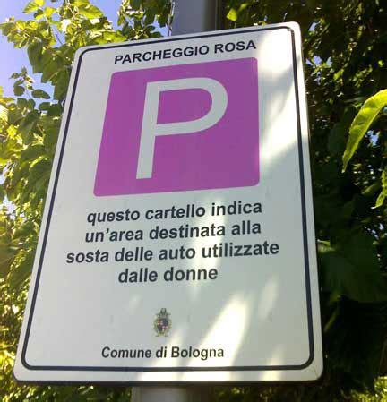 vignette donne al volante sorpresa le donne parcheggiano meglio degli uomini molong