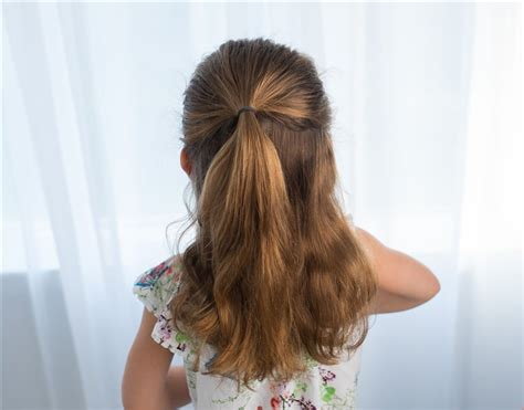 easy hairstyles you can do with one hand easy hairstyles for girls that you can create in minutes