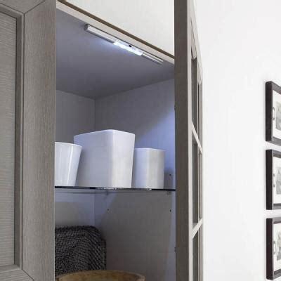 illuminazione mobili illuminazione a led negli armadi e nei cassettoni