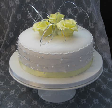 Silver Pedestal Cake Stand Contemporary Archives Page 2 Of 3 Divine Wedding Cakes