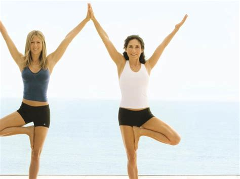 hollywood celebrities doing yoga hollywood celebrities who practice yoga regularly