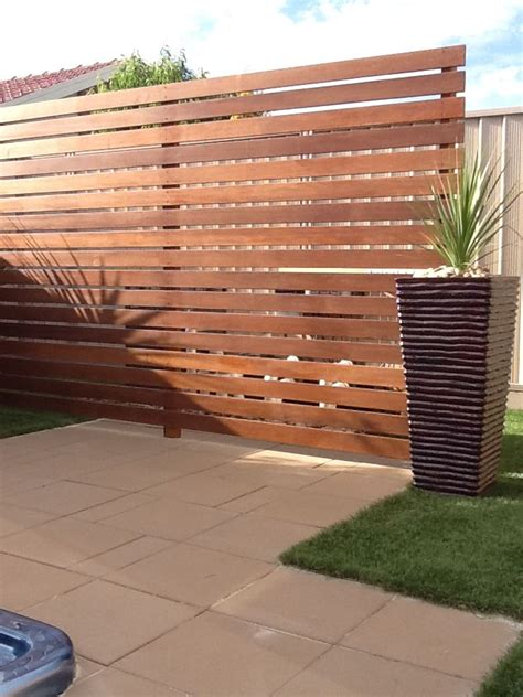 Garden Fence Screening Ideas 25 Best Ideas About Screened Pool On Pinterest Tropical Pool Outdoor Pool And Screen Enclosures