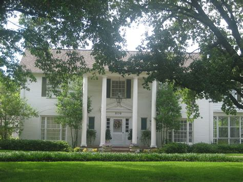 plantation style file plantation style home in madisonville tx img 1016 jpg wikimedia commons