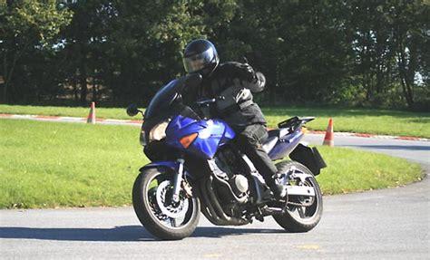 Motorrad Fahren Lenkimpuls by Fahrertraining F 252 R Motorradfahrer Tipps F 252 R Den Start In