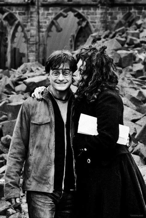 Helena Bonham Carries Intestine Bag At Harry Potter by Best 25 Daniel Radcliffe Harry Potter Ideas On