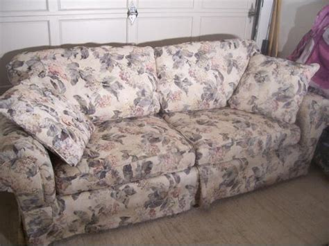 broyhill floral sofa fancy large broyhill floral sofa in mint condition i