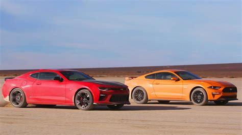 vs mustang desert drag race mustang gt vs camaro ss 1le 2