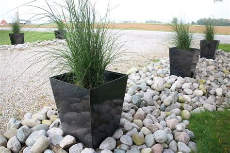 Driveway Entrance Planters by Image Gallery Driveway Planters