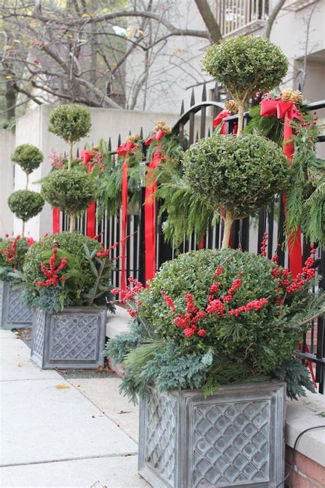 outdoor christmas decorations that will cheerfully greet you