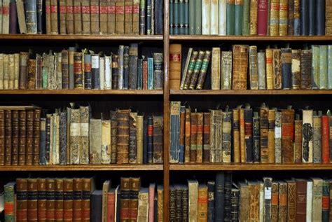 bücherregal bibliothek holz b 252 cherregal alt bestseller shop f 252 r m 246 bel und einrichtungen