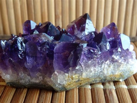 crystal healing therapy london abundantia holistic therapies
