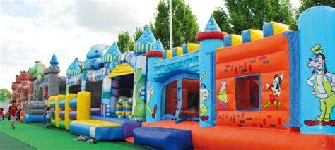 giochi per bambini all interno come realizzare parchi gioco gonfiabili per bambini