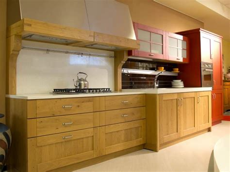 cucine in rovere naturale cucina country mod clessidra rovere naturale e rosso