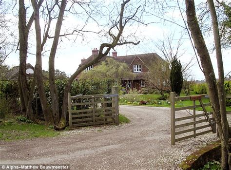 middleton family home carole middleton refuses to wear lindka cierach s royal