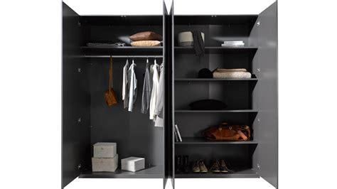 baue einen schrank in einem schlafzimmer kleiderschrank container schrank in grau industriedesign