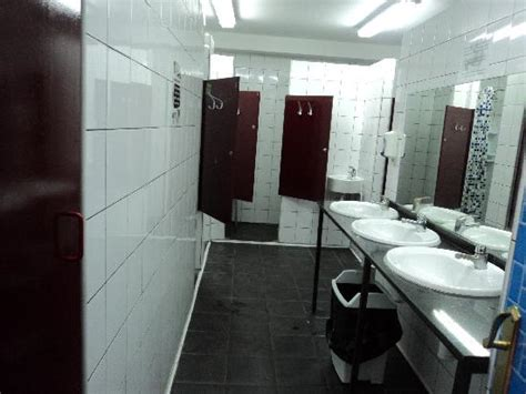 what is a shared bathroom in a hostel parete del corridoio picture of home backpackers hostel